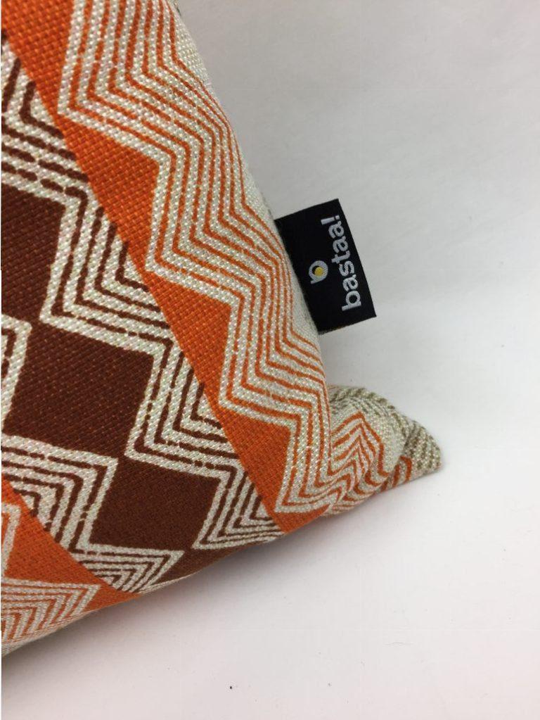 Patroon driehoek oranje bruin retro bastaa - Kussen oranje en bruin ...