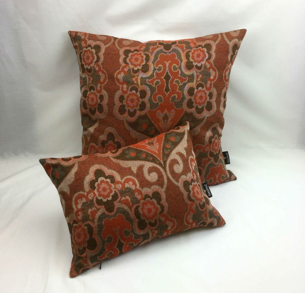 Bloem patroon oranje bruin retro bastaa - Kussen oranje en bruin ...